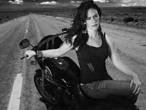 Maggie Siff UNSIGNED photograph - A454 - Sons of Anarchy - NEW IMAGE!!!