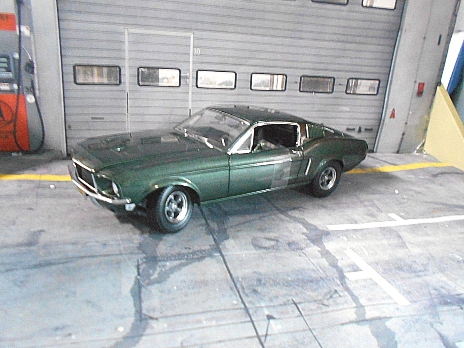 FORD Mustang GT Coupe 1968 Steve McQueen BULLITT green + Figur Greenlight 1 18
