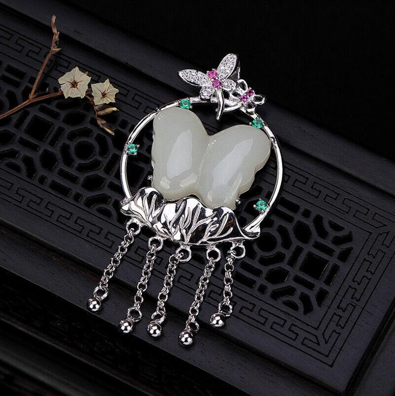 F02 Anhänger Schmetterling aus whiteer Jade auf Blatt aus silver 925 Quasten