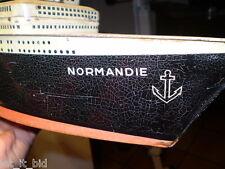 PAQUEBOT NORMANDIE : BOITE EN TOLE PUBLICITAIRE GALETTES ST MICHEL . LONG 57 CM