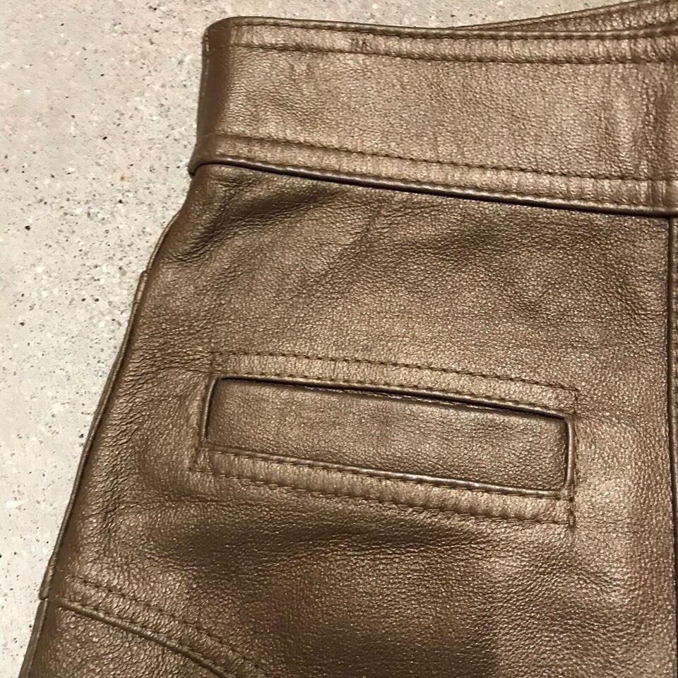 Læder nederdel, str. 38, Se billede