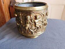 Cache pot laiton repoussé décor d'angelots chérubins