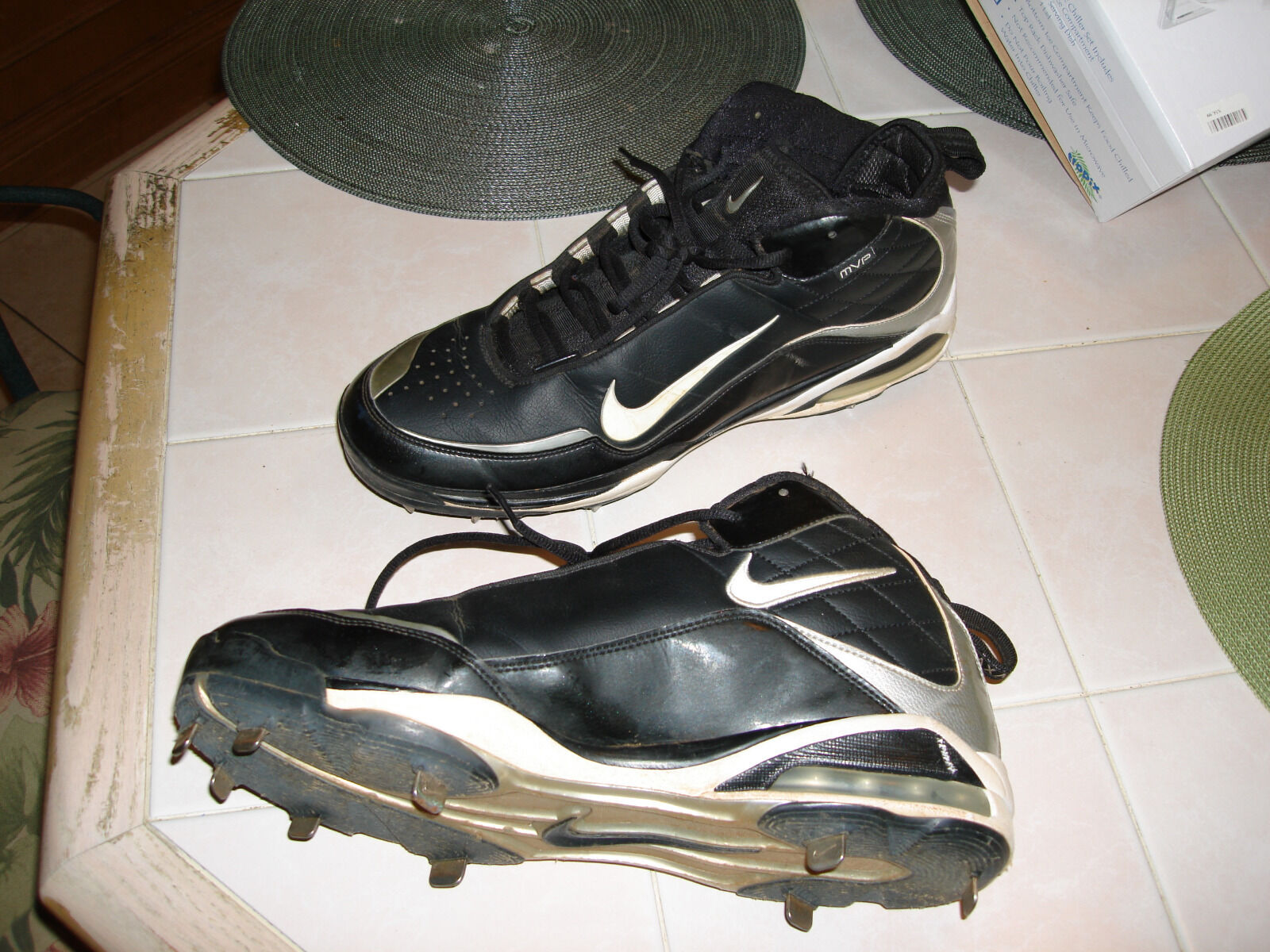 Men's Nike MVP Football Cleats Shoes used Comfortable