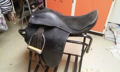 EquiRoyal Liberty Lane Fox Suede Seat Show Saddle Gaited and Arabians