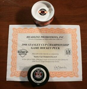 Detroit-Red-Wings-1998-Stanley-Cup-Champions-Game-Puck-w-Certificate-Hockey-NHL