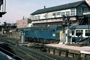 PHOTO  CLASS 40 40150 EASES A TRAIN OUT OF KINGS CROSS PAST THE DISUSED SIGNAL B - Tadley, United Kingdom - PHOTO  CLASS 40 40150 EASES A TRAIN OUT OF KINGS CROSS PAST THE DISUSED SIGNAL B - Tadley, United Kingdom