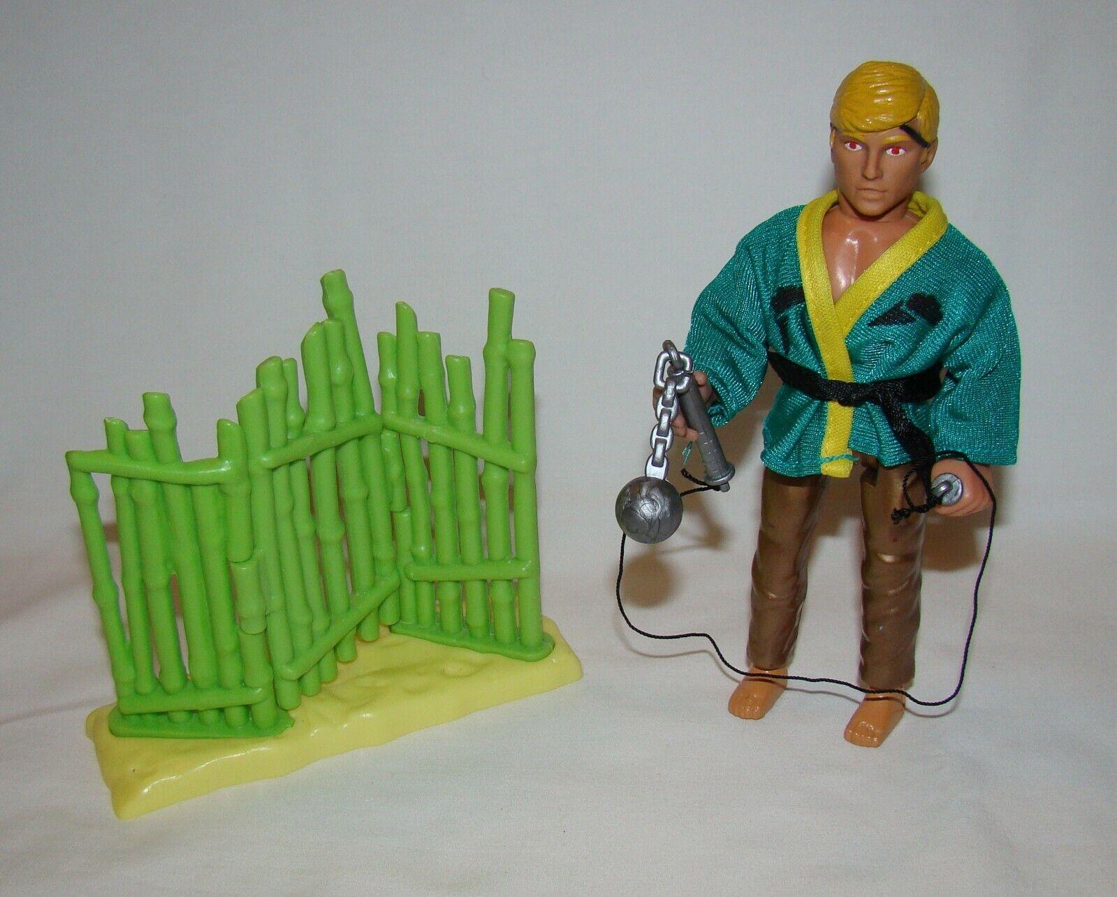 1986 Remco Karate Kid  Johnny   100% Completo Bambú Valla serie de tarjeta roja