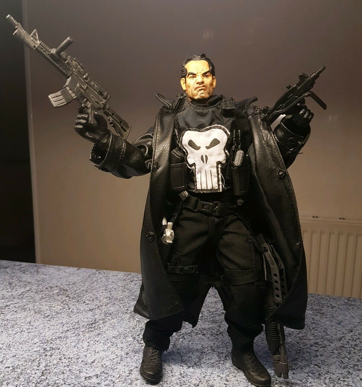 """1 6 scale Marvel Studios 12"""" The Punisher with gun weapons collector's edition"""