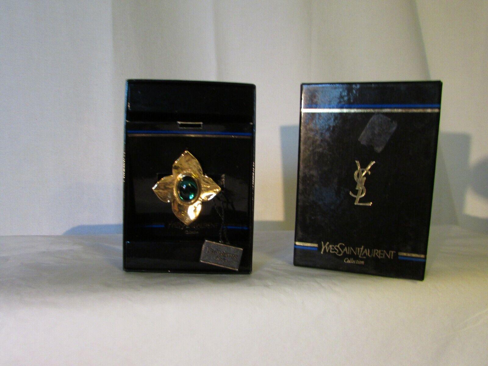 Autentico spilla vintage Yves San San San Laurent metallo oro e cabochon verde fb84f8