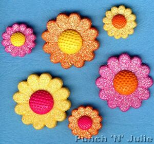 SHIMMER DAISIES Novelty Craft Buttons /& Embellishments by Dress It Up