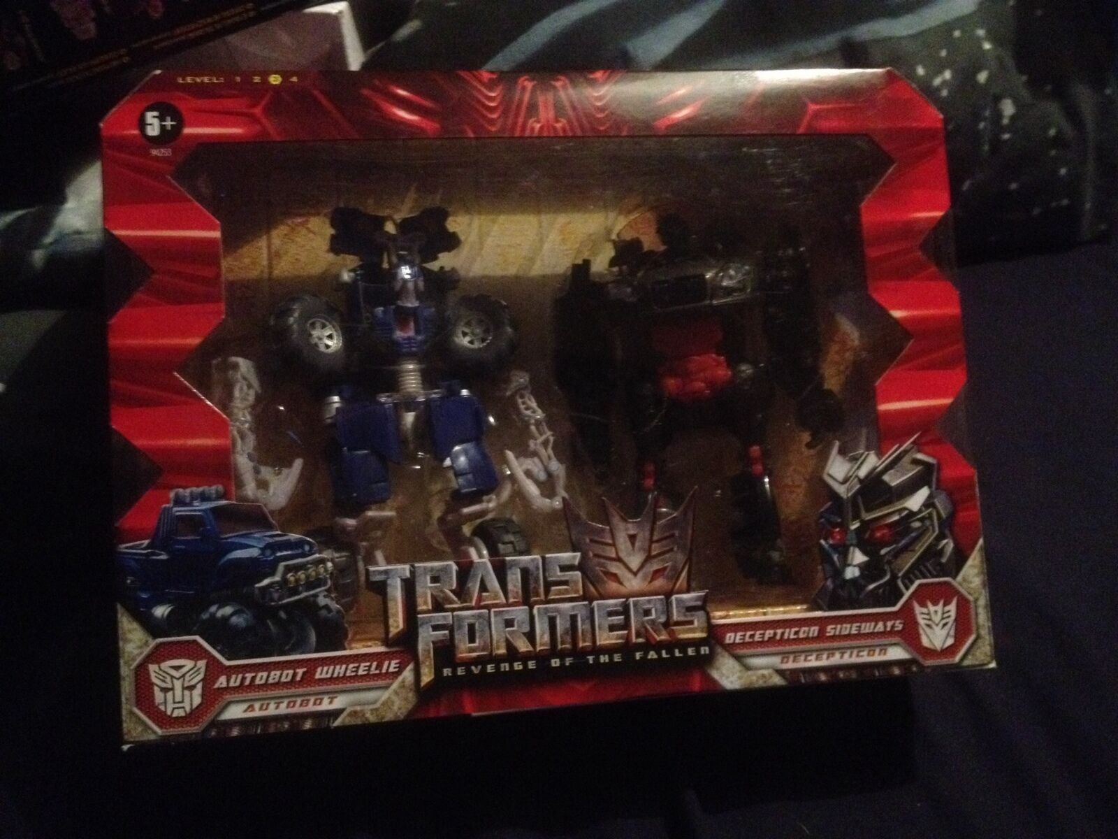 Hasbro Transformers rojof Autobot Wheelie Decepticon hacia los lados Nuevo Sellado
