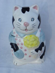 Vintage-Ceramic-White-Cat-with-an-Ice-Cream-Cone-Cookie-Jar