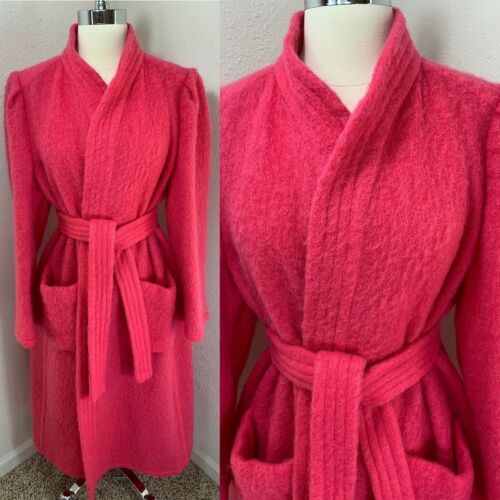 Gorgeous Vintage DRESSING GOWN/ROBE Hot Pink Fuzzy
