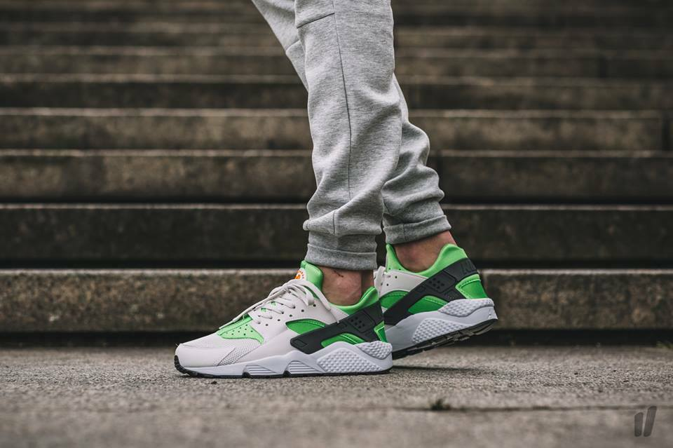 Mens Nike Air Huarache 318429-304 Action Green Size NEW Size 13
