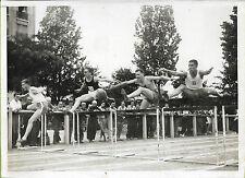 PHOTO PRESSE L.A.P.I. PARIS + 1943 + SPORTS + COURSE DE HAIES stade de la L.P.A.