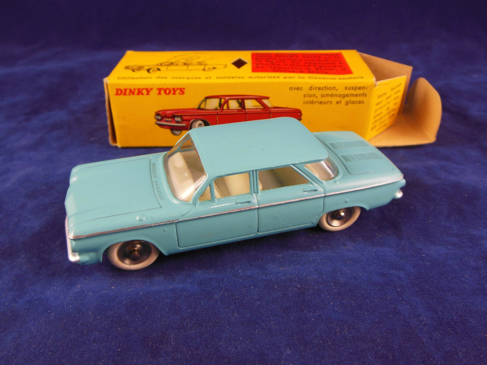 Dinky Spielzeugs 552 Chevrolet Corvair in Licht Blau with Windows Superb Orginal Dinky