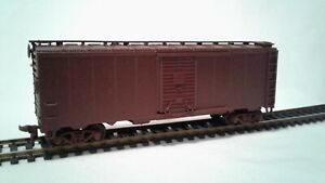 HO-SCALE-ATHEARN-MUST-SEE-CUSTOM-PAINT-JOB-UNLETTERED-40-039-BOX-CAR
