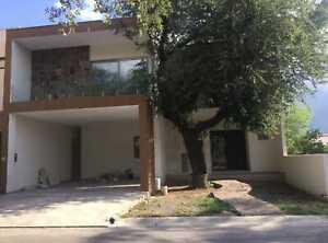 Venta Residencia La Joya, Priv. Magnolia