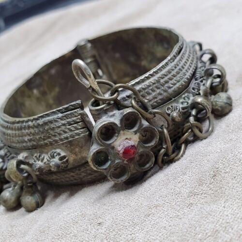 East African Ethnic Antique Ethnic Tribal cuff vintage Silver Bedouin single Upper Arm Bangle bracelet from Yemen Boho jewelry