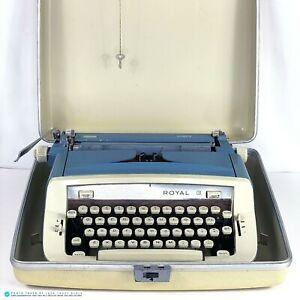 Vintage Royal Sabre Typewriter w/ Case