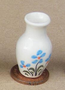 Candide 1:12 Scale Blue & White 3.2 Cm High Céramique Vase Tumdee Maison De Poupées Ornement B62-afficher Le Titre D'origine Forfaits à La Mode Et Attrayants