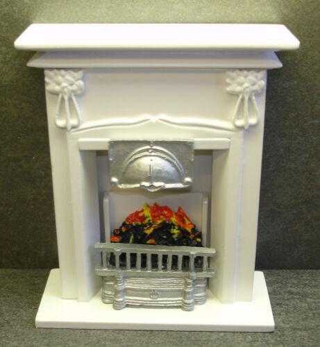 Cheminée blanc avec feu environ 14 x 12 x 5 cm maison de poupée échelle 1:12 # 23879