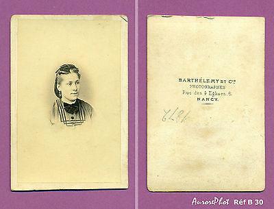 Cdv Barthelemy : Portrait Femme Flot Noir Au Cou Et Dans Les Cheveux Réf B30