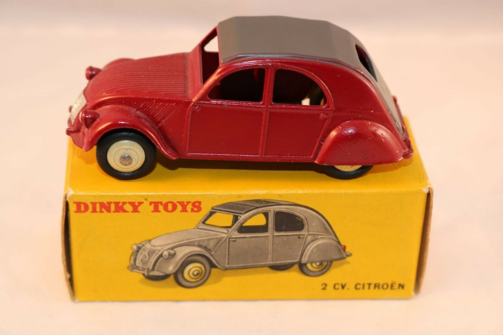 Dinky Toys 535 2 CV Citroen in Maroon  very near mint in box what a beauty  service attentionné