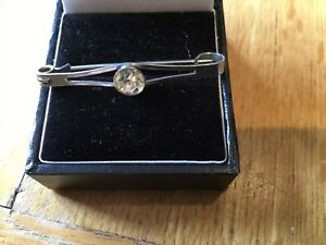 White-Metal-Set-With-Single-Faceted-Clear-Rhinesetone-Bar-BROOCH