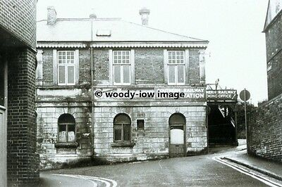 rp01221 - Cowes Railway Station Exterior , Isle of Wight - photo 6x4