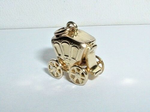 VINTAGE 10K YELLOW GOLD 3D CARRIAGE COACH CHARM