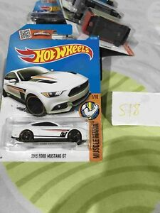 Hot-wheels-Hotwheels-2015-Ford-Mustang-GT-WHITE-NEW