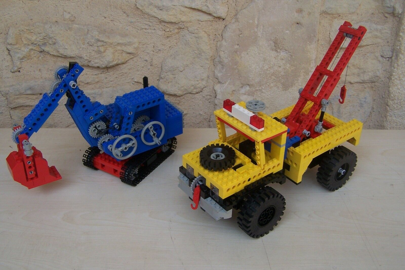 Lego truck technic trés rare ( - from idéa book 8889 and 8888 - )