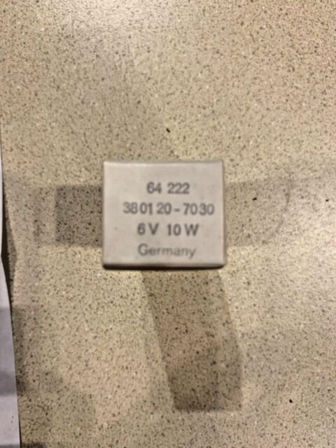 Box of 10 D 1.12 W T-1.75 shape CEC Industries #2182 Bulbs 14 V
