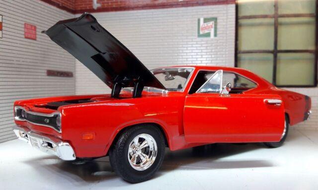 LGB 1:24 Scale Red Dodge Coronet Superbee 1969 Motormax Diecast Model Car 73315