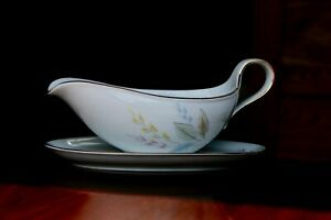 Mid-Century-Modern-Eschenbach-Bavarian-China-Gravy-Boat-Floral-Design