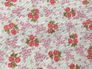 Vtg Seersucker Fabric 3 Yards Small Pink Roses Floral Flowers