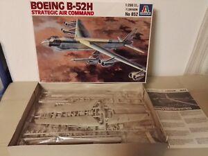 Boeing-B-52-H-034-SAC-034-Dragon-Italeri-852-scala-1-200-Nuovo