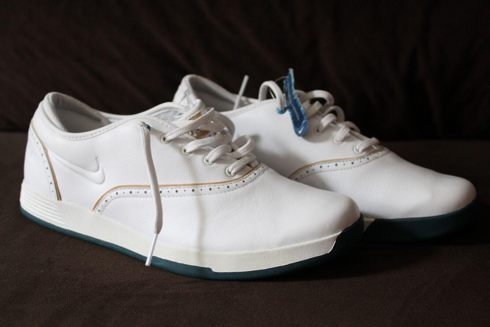Nike Women's Classic  White Leather Fashion Sneakers NEW!! best-selling model of the brand