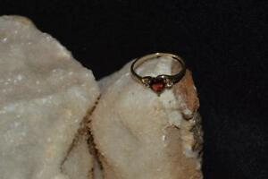 LADIES-10KT-GOLD-DIAMOND-GARNET-HEART-SHAPE-RING-1-5-GRAMS-SIZE-7-5