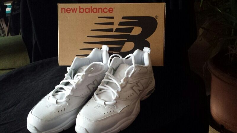 Men's New Balance Athletic shoes White  Size 11  4E  Great Condition  In Box