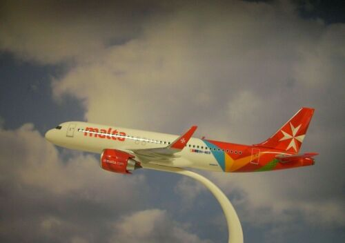 Herpa Wings 1:200 snap fit airbus a320neo air malta 9h-neo 612418