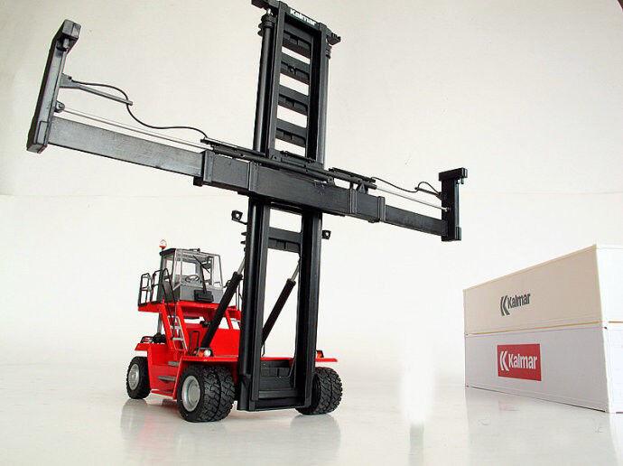 la mejor selección de 1 50 50 50 Kalmar DCG80 100 Puerto contenedor Apilador Cocheretilla Elevadora Camión vehículos de juguete Diecast  Precio al por mayor y calidad confiable.