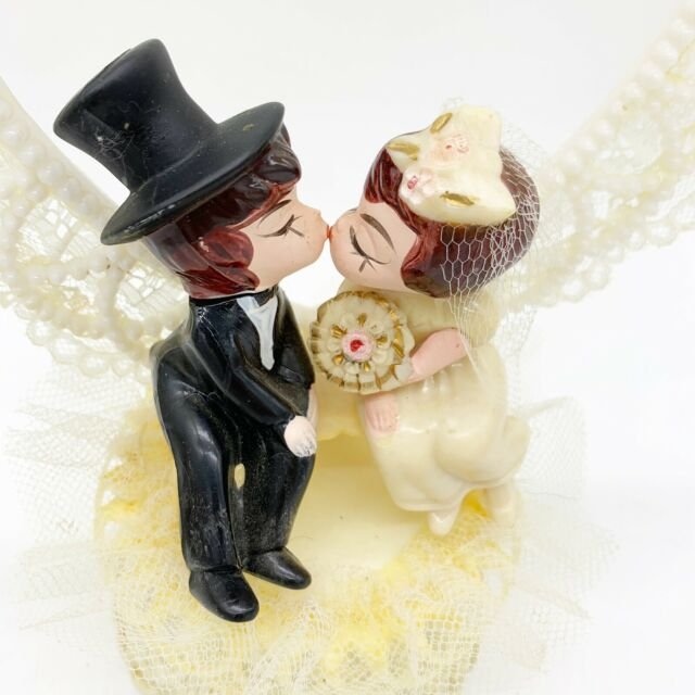 VINTAGE WEDDING CAKE TOPPER BRIDE and GROOM w/Flowers
