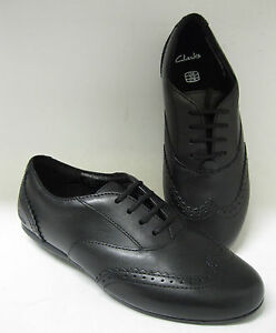 clarks girls brogues