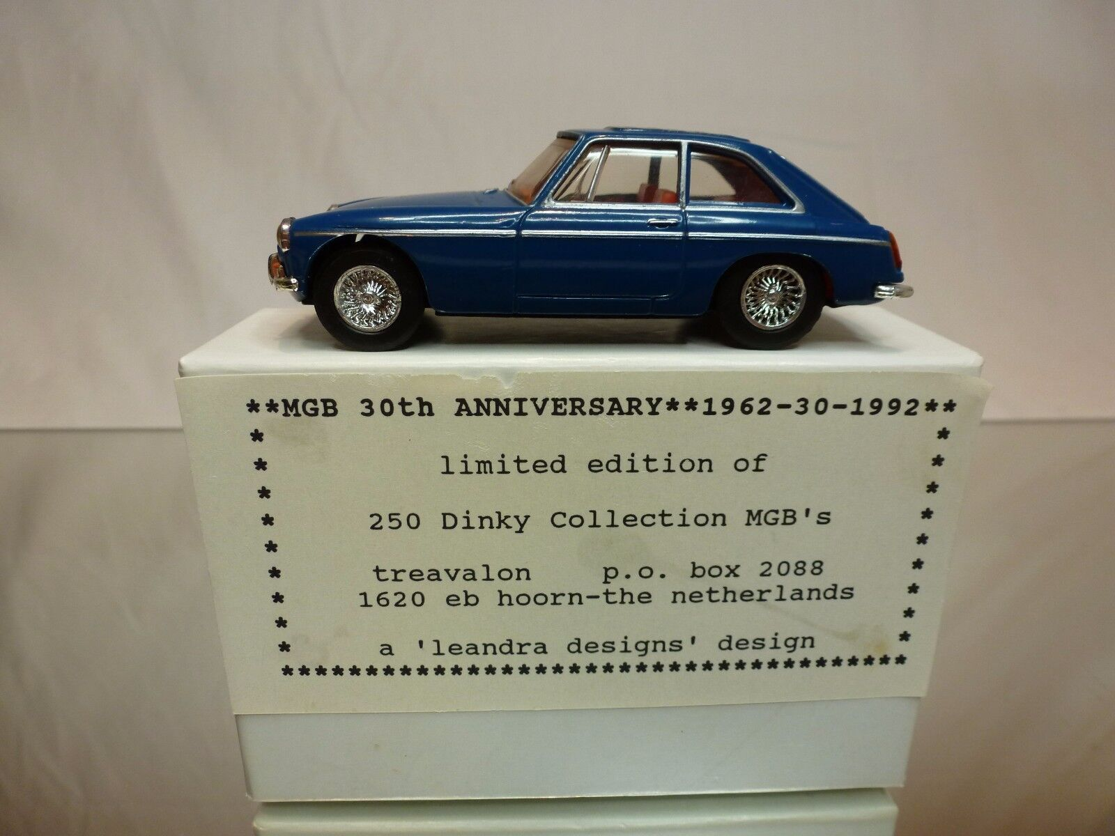 DINKY TOYS DY CODE 3 MODEL PROMO - MGB GT 1965 - SAFETY FAST - TREAVALON - 1 43