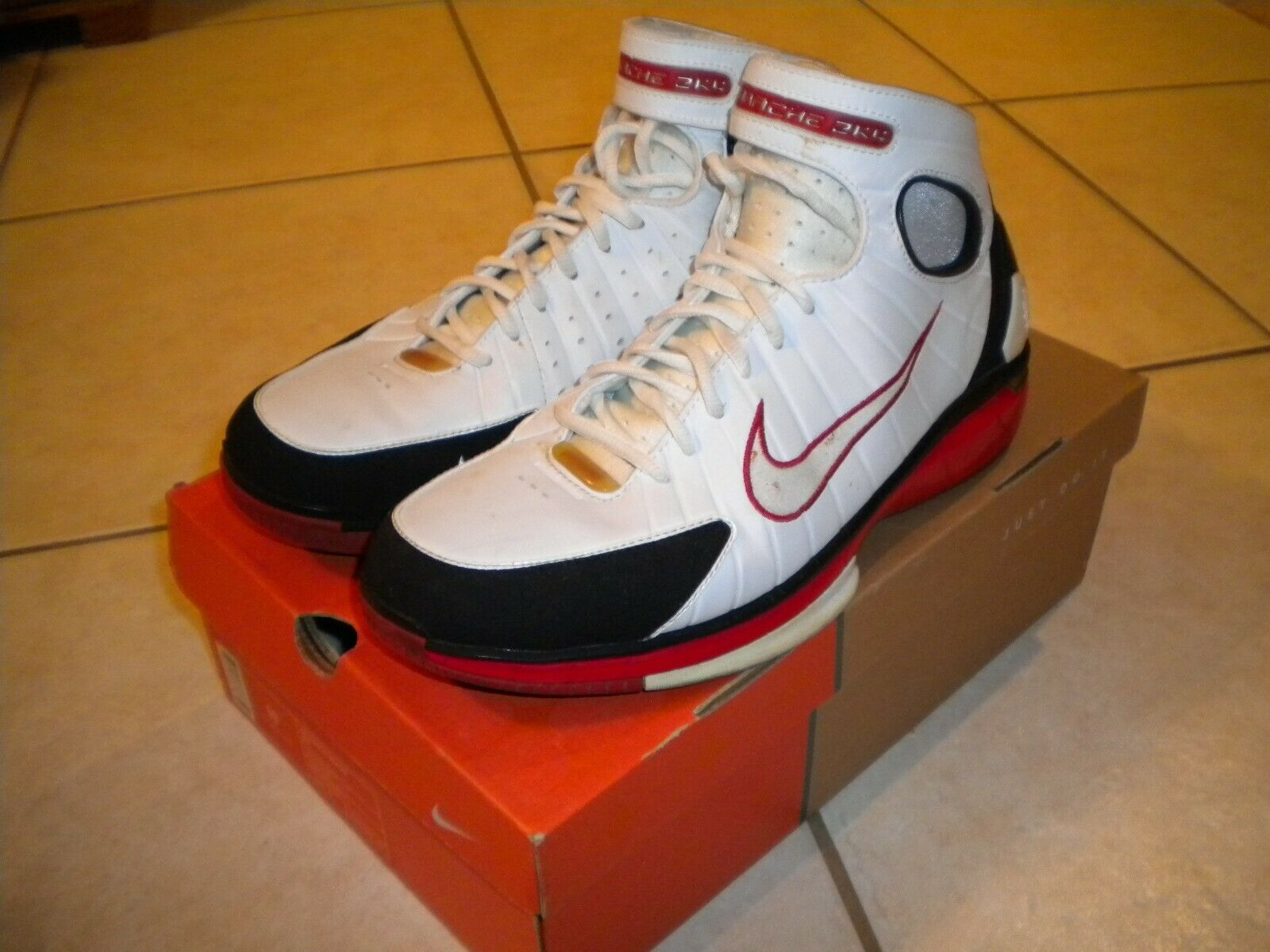Nike Zoom Huarache 2K4 Kobe Bryant Lakers white red black Size 11.5