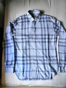 design senza tempo e4015 a66ac Dettagli su Camicia uomo Burberry azzurra (taglia S), usata ma praticamente  nuova