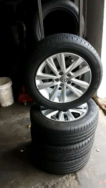 Clean set 15inch polo tsi mags with continental tyres for sale