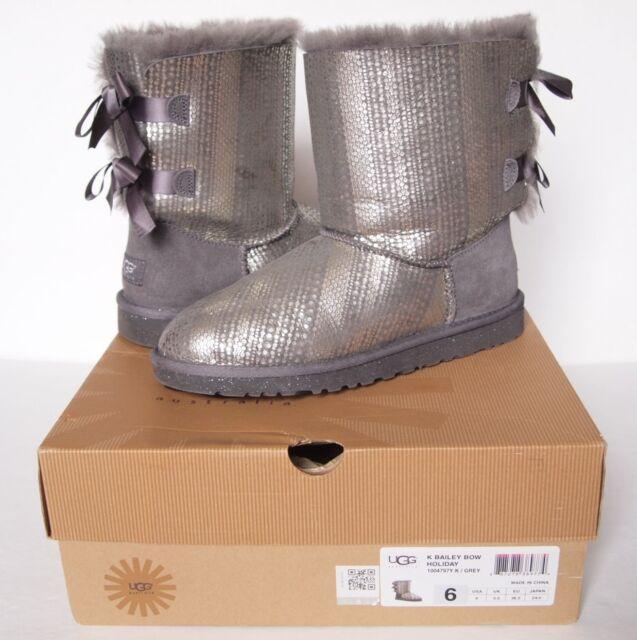 9276ec9e687 UGG Australia Bailey Bow Boot Big Kid 6 Gray Leather Classic Holiday Short